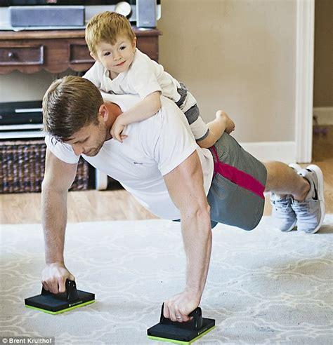 membuka usaha fitness khusus cewek kamu pasti nggak bisa nahan pesona bapak