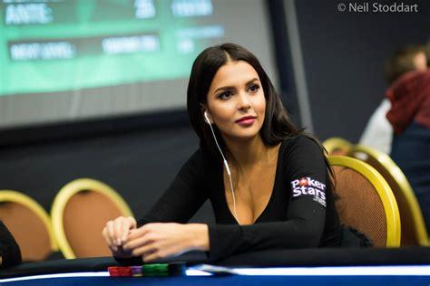 finlande sara chafak se met au poker