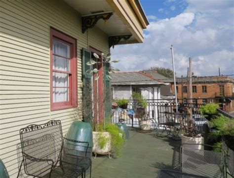 balcony guest house where to stay in new orleans faubourg marigny neighborhood