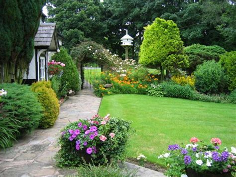 pictures of beautiful gardens for small homes embellishing your house with small cottage garden ideas