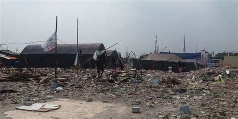 Tenda Anak Pasar Gembrong tak betah tinggal di rusun ratusan warga bangun tenda di pasar ikan merdeka