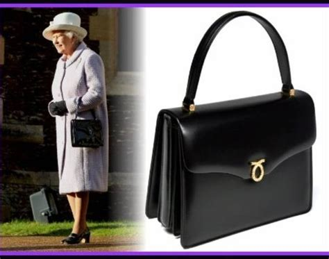 Queen Purse | queen and her launer handbag the queen s purse