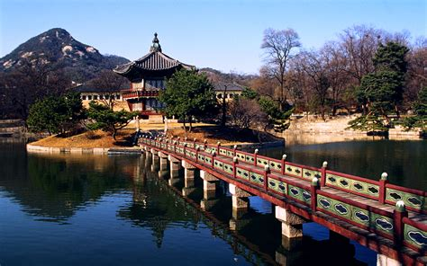 Tourist Attractions Informative Essay Best Tourist Attraction In South Korea
