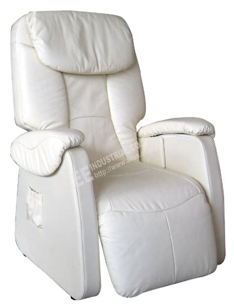 rolling functioned zero gravity recliner chair