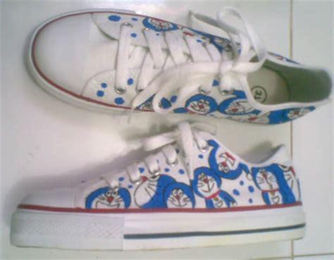 Sepatu Boods Doraemon Sbo313 2 sepatu lukis of doraemon2 dari ghanishop di sepatu fashion wanita produk grosir