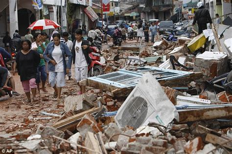 earthquake at indonesia samoa tsunami and indonesia earthquake bodies on the