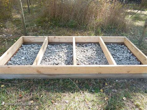 Chicken House Floor by How To Build An Amazing Chicken Coop Gottagoat