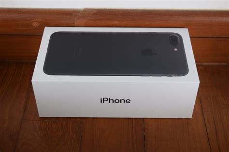 siyah iphone  ve iphone  plusin kutu acilisi muesteri