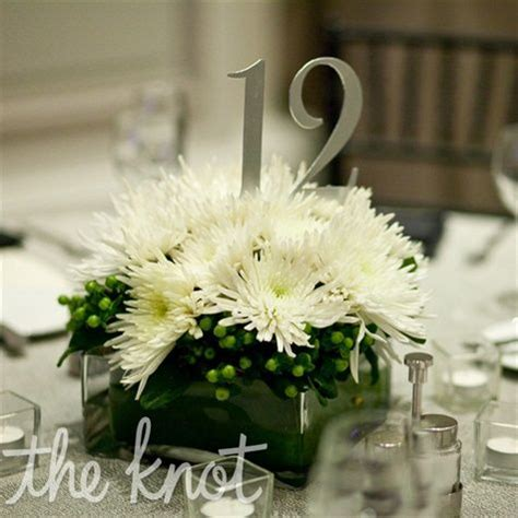 simple, modern arrangements of spider mums accented with