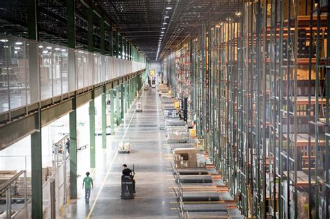 Nebraska Furniture Mart Dallas by Dallas Fort Worth Keeps Engine Revving Wsj