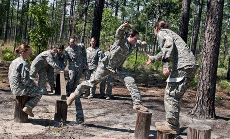 entertainment culture army photos military soldiers images improving women s health in the army soldiers magazine