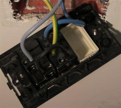 come portare corrente da una presa ad un interruttore aggiustatutto it fai da te bricolage collegare una presa