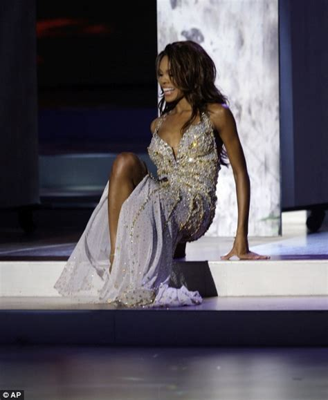 Miss Usa Falls Fails At by Miss Usa Crystle Stewart Falls At Tacky Miss Universe