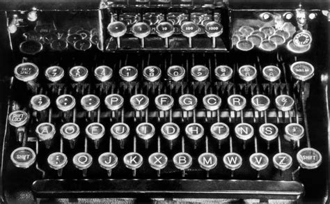 the secret history of keyboards qwerty vs dvorak qwerty traveled from typewriter to iphone but alternative