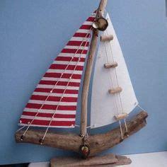 un barco hecho con material reciclable barco velero a escala hecho con material reciclado o latas