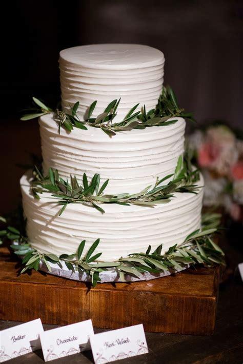 Wedding Cake Greenery by Simple Three Tier Wedding Cake With Greenery Rings