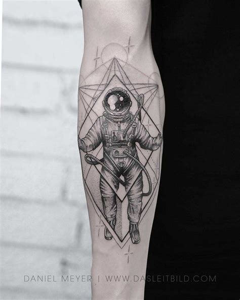 arm tattoo astronaut tattoos pinterest tatoveringer