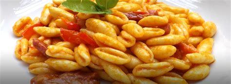 cavatelli fatti in casa cavatelli fatti in casa al sugo di peperoni pasta fresca