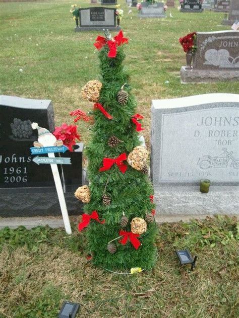 grave side christmas tree 525 best images about grave funeral memorial flowers on memorial gardens saddles