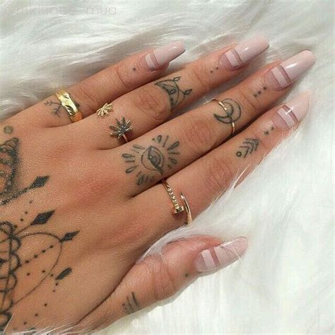 small tattoos on finger 31 small tattoos that will make you want one