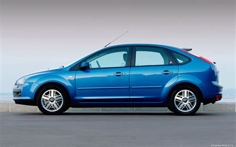 2004 ford focus hatchback pictures information and