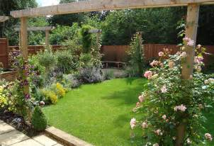 Ideas For Small Gardens Uk Small Garden Designs Ideas For A Square Garden 171 Margarite Gardens