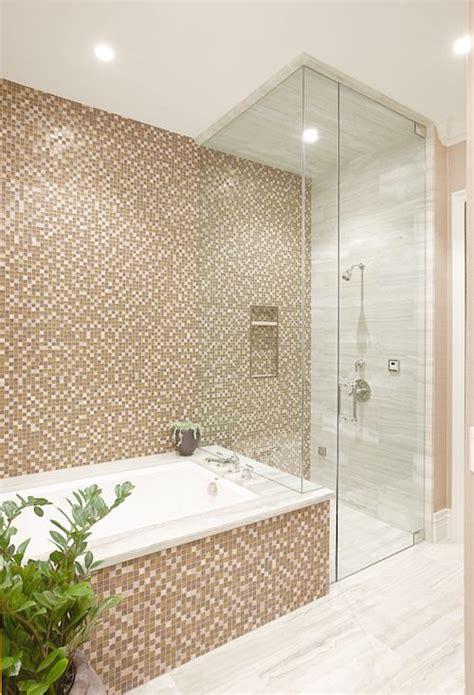 bagni classici con doccia bagno con pavimenti e rivestimenti in mosaico 100 idee