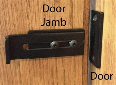 Interior Door Catches by 25 Best Ideas About Barn Door Locks On Door