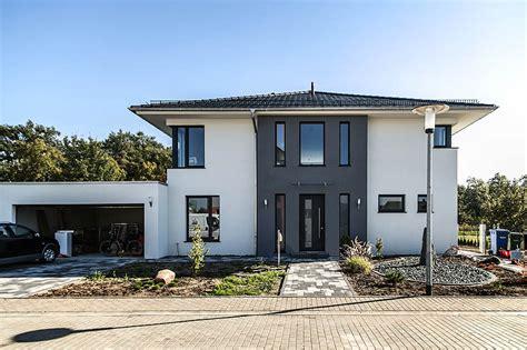 modern haus moderne stadtvilla mit zeltdach dtp tauber und partner