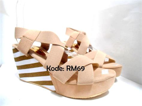 Sepatu Wanita Wedges Eh13 Krem Coklat jual sepatu sandal wanita wedges suede belang tinggi hak 9
