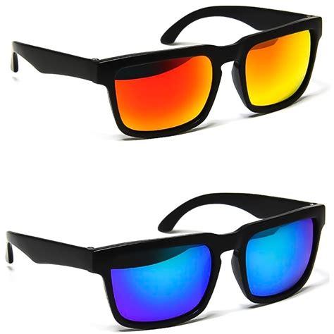 occhiali con occhiali da sole con lenti colorate oakley