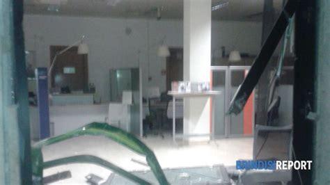 banco di napoli cisternino assalto al bancomat con pala meccanica devastata la