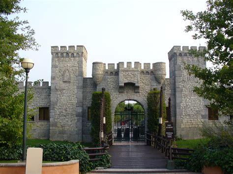 ingressi gardaland file vecchio ingresso gardaland jpg wikimedia