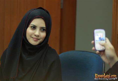 Jilbab Buka Baju | foto novi amalia kenakan jilbab setelah kasus buka baju