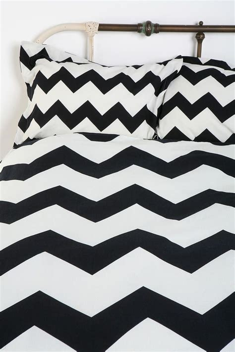 Black And White Chevron Bedroom by 1000 Ideas About Black Chevron Bedding On