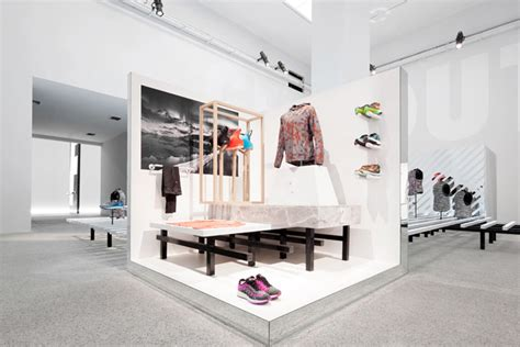 interior design galleries nike transforme une galerie d en espace sportif