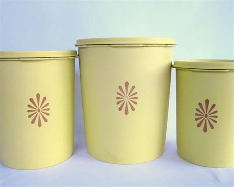 Murah Canister Gold Tupperware Besar vintage 1970s tupperware canisters in light gold yellow with mod flower set of 3 vintage