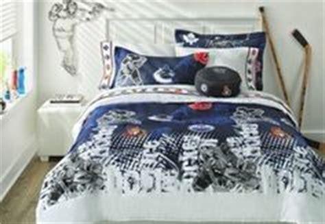 hockey comforter nhl 174 comforter set boy s bedroom pinterest nhl