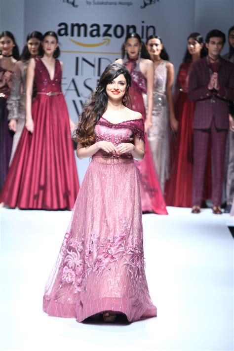 beauty tips fashion shows latest trends mojeh magazine soltee by sulakshana monga at amazon india fashion week