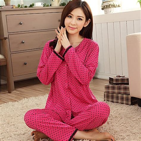 Wanita Dengan Baju Tidur apa yang wanita buat dengan baju tidur mereka