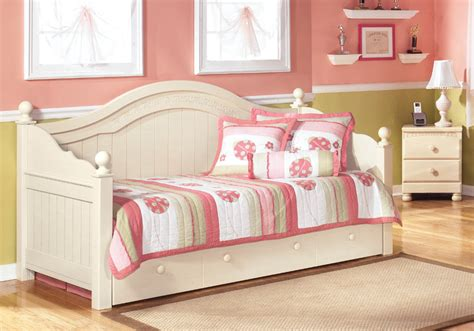 Cottage Retreat Bed by Cottage Retreat Day Bed With Trundle