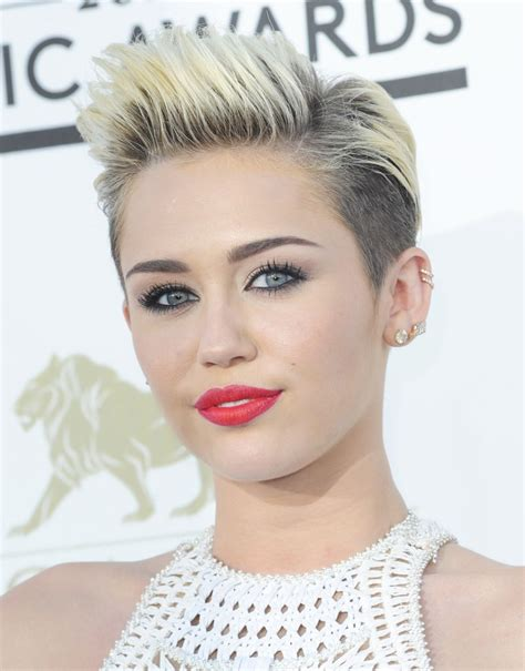 Miley Table L Miley Cyrus Plans Toned Performance For Amas 2013