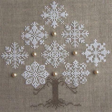 snowflake pattern cross stitch cross stitch snowflake christmas tree 640x638 113kb