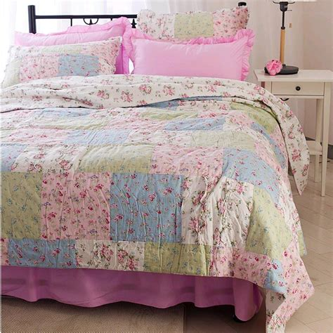 simply shabby chic ditsy patchwork quilt from lovely decor com