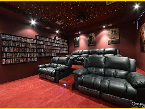movie theater with loveseats best 20 home theatre ideas on pinterest cinema room