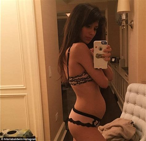 Design My Bathroom Online Free by Pregnant Hilaria Baldwin Keeps Baby Bump Under Wraps In