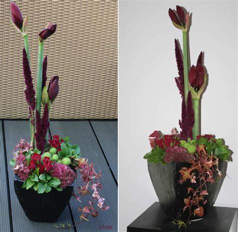 bloemstuk pasen met gekleurd steekschuim en eierschalen bloemstuk met amaryllis bloemschikken met hippeastrum
