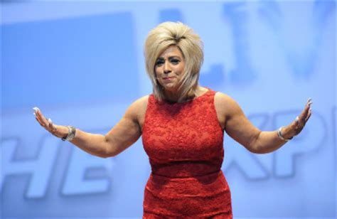 recap long island medium season 6 premiere finds us review long island medium takes her show on the road