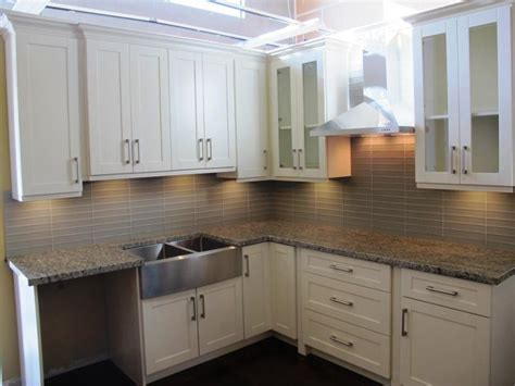 white shaker cabinets with granite home depot white shaker cabinets granite countertops