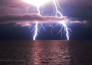 Awesome Lighting welcome to the wonderland awesome pictures of lightning